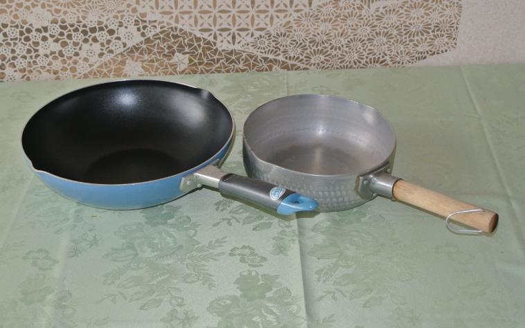 Frying pan 250 yen